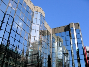 modern-glass-offices-architecture-1392565-m